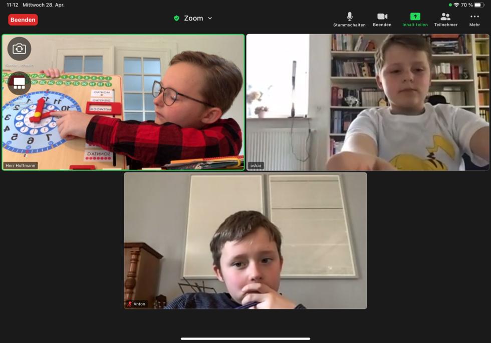 Screenshot: Schüler spielen Online-Konferenz nach