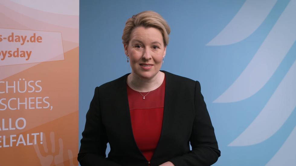 Screenshot Videobotschaft Bundesjugendministerin Giffey