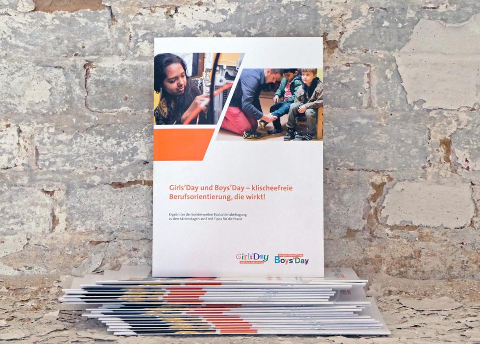 Abbildung der Broschüre: Girls'Day und Boys'Day - klischeefreie Berufsorientierung, die wirkt